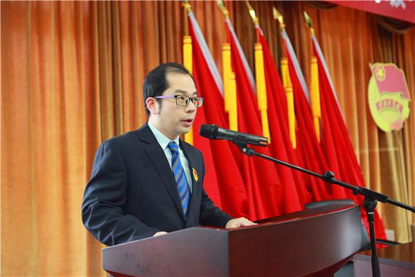 徐建同志代表十五届团委做工作报告.jpg