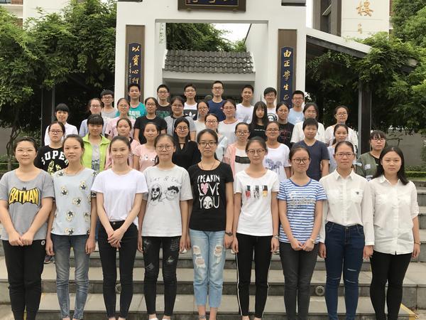 高三13班(班主任陈忠明,无锡市先进集体).jpg