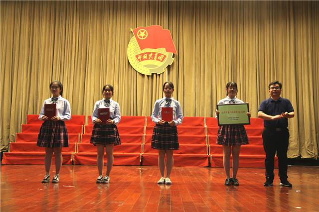 5刘正旭副书记为获奖学生、支部颁奖 (3).jpg