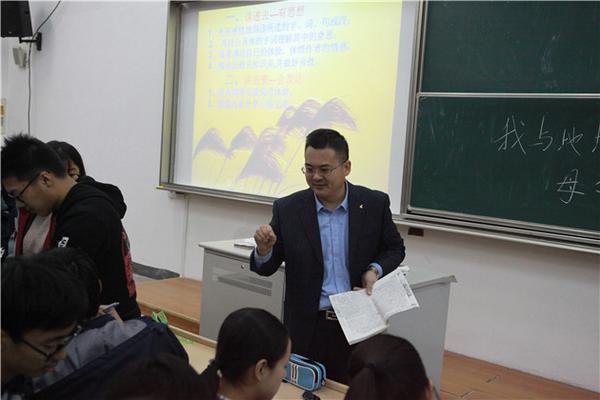 语文周伟老师展示课《我与地坛(节选)》.jpg